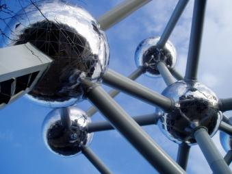 Las bolas del Atomium photo by vcastelo on Flickr